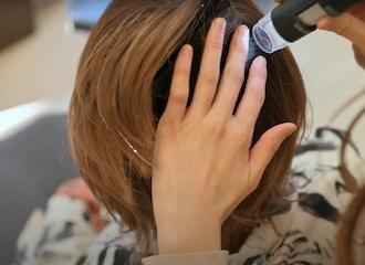 まずは頭皮と髪の診断からスタート。<br>マイクロスコープ診断に基づき<br>あなたにあったシャンプーを選びます。