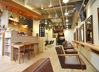 カフェ風の店内でゆったりとした時間を提供<br>ゆっくり美容院を過ごしたい方におすすめの美容室です。