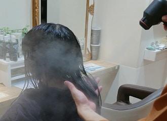 蓄積された髪の傷みもアンチエイジング <br> 酸熱トリートメントで徹底補修