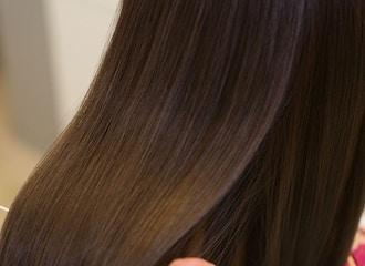 """まるでCMのような天使の輪 <br>""""自分史上最高""""の髪質に<br>他店では絶対に体験できない髪質改善"""