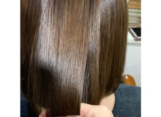 新導入!!<br>エイジングやダメージによる髪のうねりを自然な状態へ戻し毛先までケアしてくれる<br>【髪質改善ストレート】