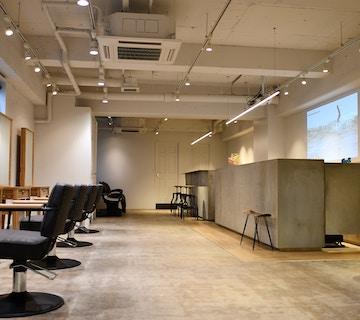 横浜桜木町でメンズに人気の美容室【the S】店内