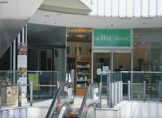 Dh-HAL-AVEDA 横浜ベイクォーター店 【ディーエイチ ハル アヴェダ】の雰囲気1
