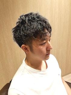 黒髪パーマ&ツーブロックスタイル